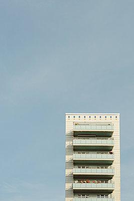 Hochhaus in Ostberlin - p432m2210606 von mia takahara