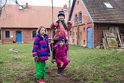 Farm kids - p828m1039350 by souslesarbres
