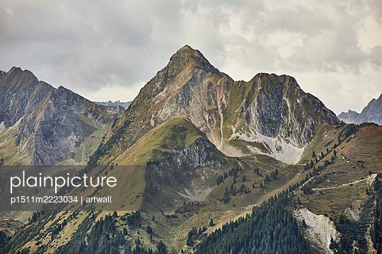 Blick auf Bergkette und Wolken - p1511m2223034 von artwall