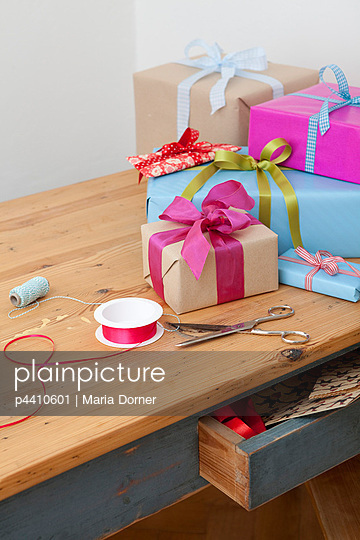 Geschenke verpacken - p4410601 von Maria Dorner