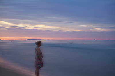 Woman on the beach - p1240m2063312 by Adeline Spengler