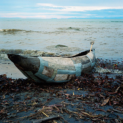 Canoe at Lake Malawi - p1160m951370 by Emilie Reynaud