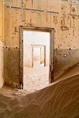 Namibia, inside a house of diamond ghost town Kolmanskop - p300m1023095f by Claudia Paulussen