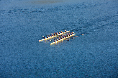 Elevated view of two rowing eights in water - p300m980985f by zerocreatives