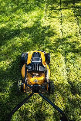 Lawn mower - p1418m1572354 by Jan Håkan Dahlström