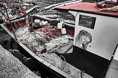 Fishing boat - p851m2073195 by Lohfink