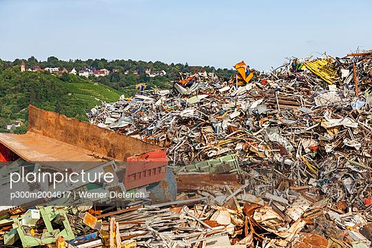 Germany, Stuttgart, landfill - p300m2004617 von Werner Dieterich