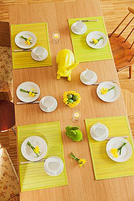 Laid Easter table - p300m1580908 von Gaby Wojciech