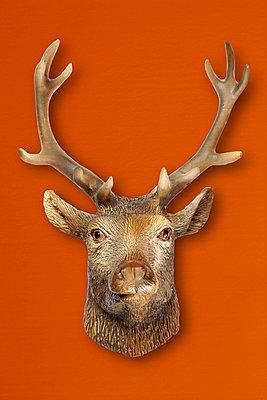 Hirsch aus Plastik - p4150251 von Tanja Luther