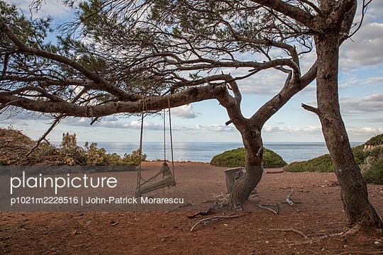 Schaukel am Meer - p1021m2228516 von John-Patrick Morarescu