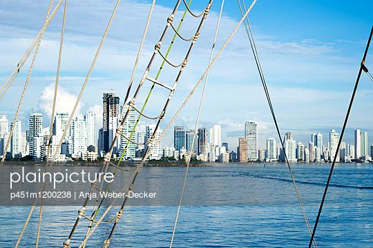 Skyline von Cartagena de Indias - p451m1200238 von Anja Weber-Decker