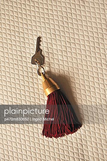 Zimmerschlüssel mit Quaste - p470m830652 von Ingrid Michel