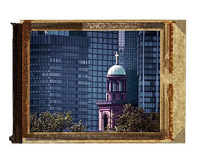 Kirche und Banken - p4170081 von Pat Meise