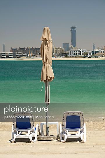 Beach in Dubai - p1638m2291855 by Macingosh