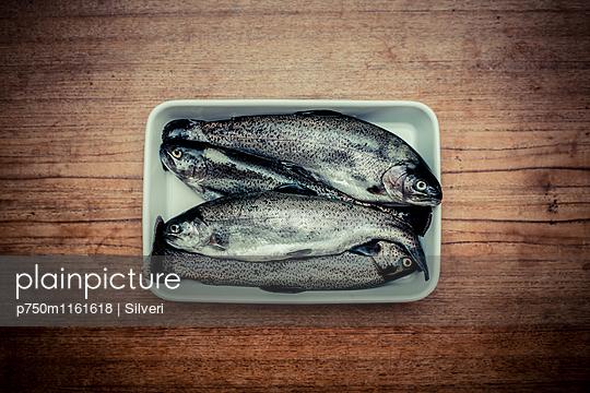 Forellen - p750m1161618 von Silveri