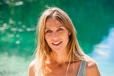 Woman in summer - p867m1031606 by Thomas Degen