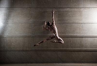 Ballet dancer - p1139m2216276 by Julien Benhamou