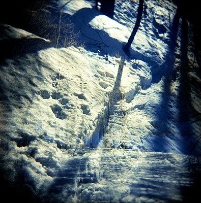 Fußspuren im Schnee - p5679743 von Christophe Boete
