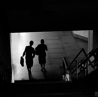 Two women coming out subway exit. - p987m2062303 by DEVRESSE Patrick