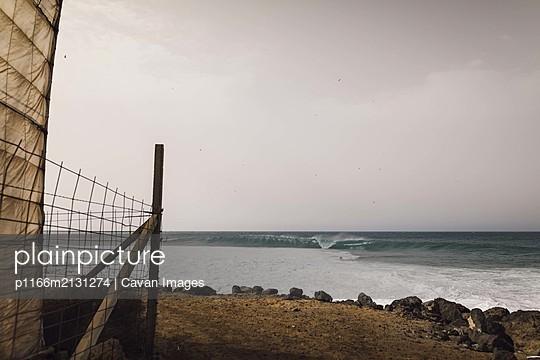 Good waves to surf in the desert of Tenerife - p1166m2131274 by Cavan Images