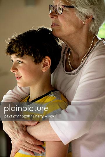 Oma und Enkel - p1212m1152907 von harry + lidy