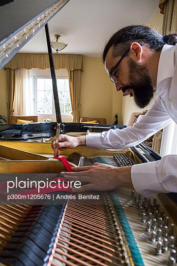 Piano tuner tuning grand piano - p300m1205676 by Andrés Benitez