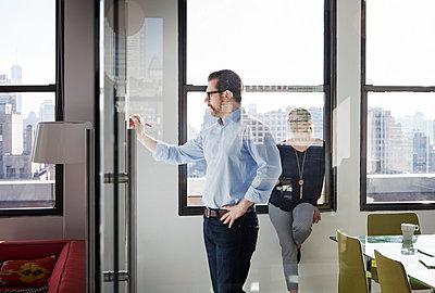 Creative business people working in board room - p1166m1144837 by Cavan Images
