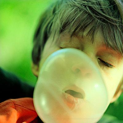 Bubble gum - p989m668464 by Gine Seitz
