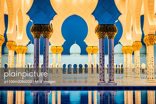 Ornate tiled arches of Grand Mosque, Abu Dhabi, United Arab Emirates,Abu Dhabi, Abu Dhabi, UAE - p1100m2084203 by Mint Images