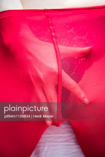 Strumpfhose - p954m1128834 von Heidi Mayer