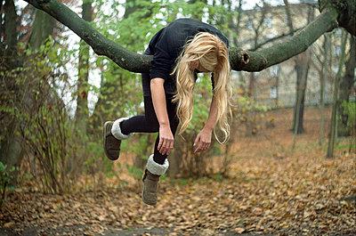 Hanging - p1054m792052 by Maria Kazvan