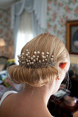 Sweden, Close up of bride's hairstyle - p352m1099881f by Jens Gustavsson