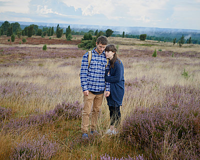 Couple in heath - p1124m931789 by Willing-Holtz