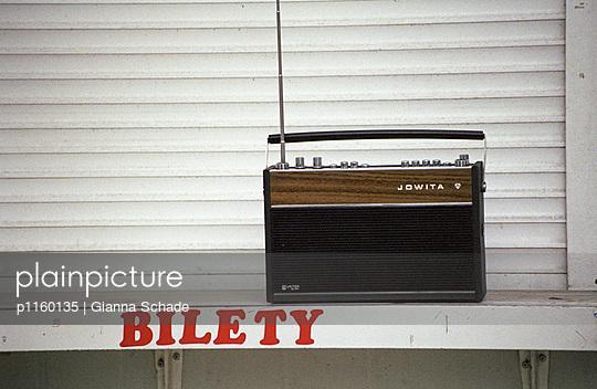 Gutes, altes Kofferradio - p1160135 von Gianna Schade