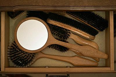 Brushes - p989m949656 by Gine Seitz