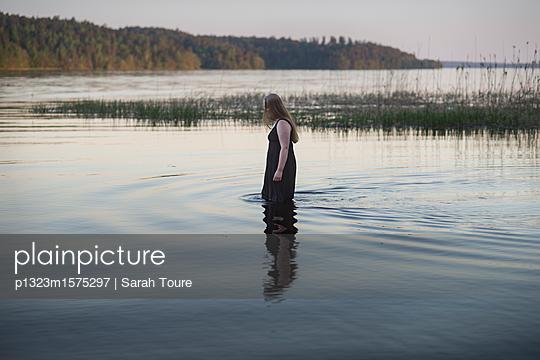 p1323m1575297 by Sarah Toure