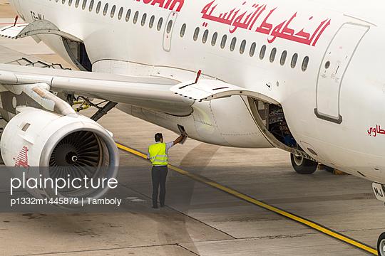 Ground staff checking passenger plane - p1332m1445878 by Tamboly