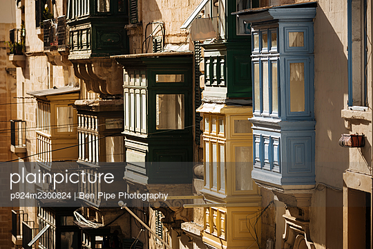 Malta, Valletta, Old town houses with oriel windows - p924m2300824 by Ben Pipe Photography
