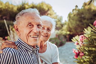 Greece, Senior couple, portrait - p713m2283550 by Florian Kresse