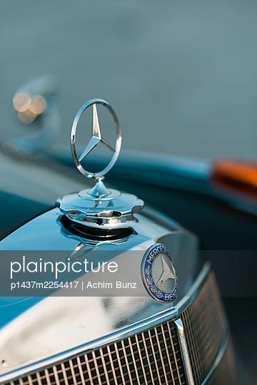 Mercedes Benz Ponton, engine hood, star - p1437m2254417 by Achim Bunz