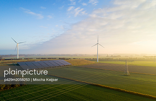 Field landscape with wind turbines and solar farm located on former waste dump, elevated view, Netherlands - p429m2058253 by Mischa Keijser