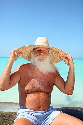 Tourist mit langem Bart - p045m813522 von Jasmin Sander