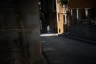 Light and shade - p1007m959856 by Tilby Vattard
