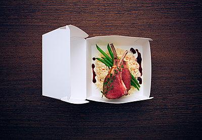 Lammkarree in Burgerschachtel - p1053m1006970f von Joern Rynio