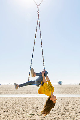 Girl on swing on the beach - p756m2087341 by Bénédicte Lassalle