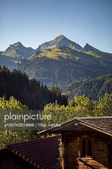 France, Log cabin in the French Alps - p1007m2219966 by Tilby Vattard