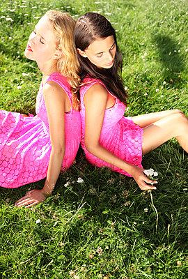 Friendship - p045m702721 by Jasmin Sander