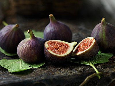 Fresh figs - p429m2023060 by Diana Miller