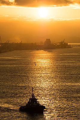 Brazil, Paranaguá, Tugboat - p930m2148395 by Ignatio Bravo