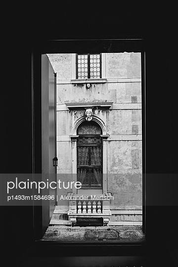 Offenes Fenster zum Kanal, Venedig - p1493m1584696 von Alexander Mertsch